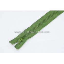 "Zipper 18"" Green 0038"